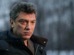 На могиле Немцова установили памятник