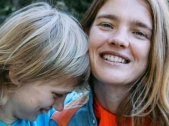 Водянова с сестрой