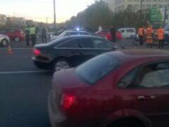 В Петербурге иномарка сбила двух рабочих на Комаровском мосту через Охту