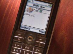 Ученые из США предложили спасать подростков от самоубийств по SMS