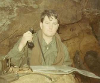бывший военный США Эндрю Бреннан