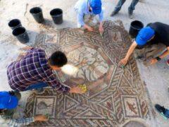 Археологи нашли в Израиле редчайшую мозаику времен Древнего Рима