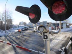 В Рязанской области поезд на переезде столкнулся с автомобилем