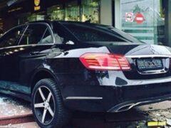 В Москве автомобиль Mercedes протаранил ТЦ у метро «Таганская»