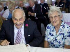 Пожилые британцы признаны самой старой парой молодоженов в мире