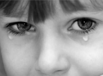 девочка слезы