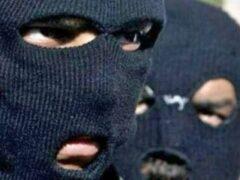 Петербург: двое в масках ограбили аптеку на проспекте Луначарского