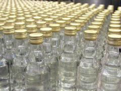 Около базы «Фуд Сити» молодежь провела акцию против торговли паленой водкой