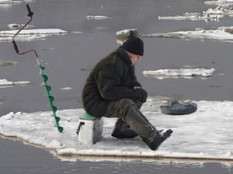 рыбак льдина
