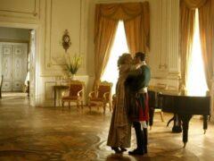В сериале BBC «Война и мир» присутствуют эротические сцены и инцест