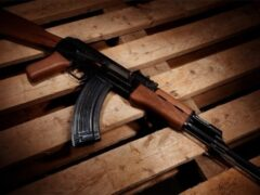 Петербург: Мужчина угрожал убить женщину из игрушечного автомата