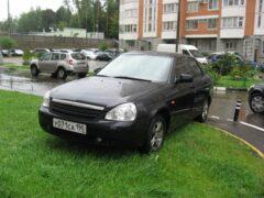 Суд Петербурга отменил запрет парковаться на газонах и в парках