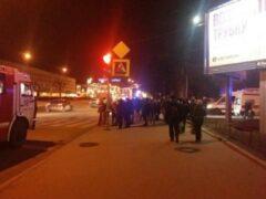 Иномарка влетела в толпу людей в Петербурге: четверо пострадавших