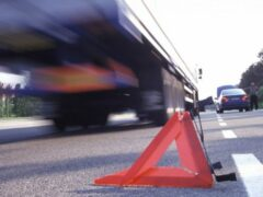В Новгородской области стойка тента от машины убила водителя фуры