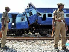 Жертвами столкновения поезда с внедорожником в Индии стали 13 человек