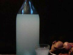 В Ленобласти бабушка привезла внуку в колонию бутылку с самогоном