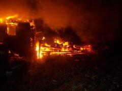 Столетнюю женщину спасли из горящего дома в Ярославской области