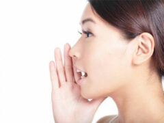 Ученые: Звук собственного голоса влияет на настроение человека