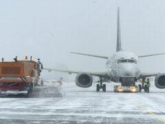 Более 70 рейсов отменены в Японии из-за ожидающегося снежного циклона