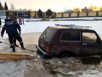 утонул автомобиль лед