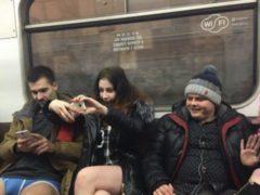 Жители Москвы присоединились к мировому флешмобу «В метро без штанов»
