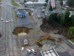 В США на шоссе образовались 25-метровые ямы