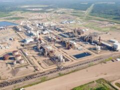 Взрыв произошел в центре переработки нефтяных песков в Канаде