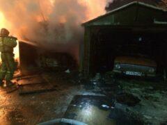 Петербург: Девять гаражей сгорели ночью в Колпино