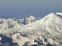 На Эльбрусе альпинист провалился в трещину ледника Терскол