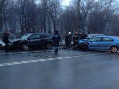 В Петербурге три иномарки не поделили дорогу на Волковском проспекте