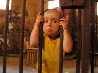 ребенок решетка