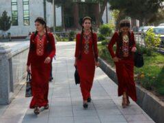 К 8 Марта каждая женщина в Туркмении получит по 11 долларов