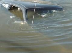 утонул автомобиль