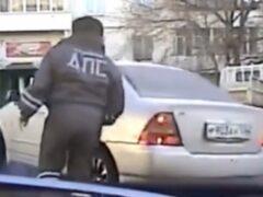 В Воронеже водитель «Мерседеса» сбил полицейского и скрылся