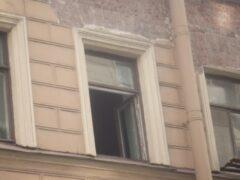 50-летний мужчина выпал из окна третьего этажа в Невском районе Петербурга
