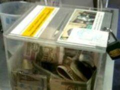 В Петербурге два парня украли ящик с пожертвованиями для детей