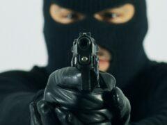 Должник в маске и с топором пытался ограбить банк на Ставрополье