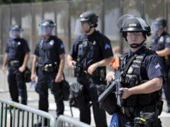 Полицейские в США застрелили мужчину с ножом, ранившего шесть человек