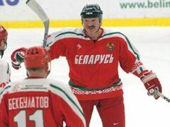 Клюшку Лукашенко продали за 3,6 тысяч долларов