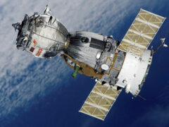 США и Япония потеряли связь со спутниками на орбите Земли