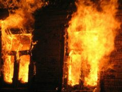 В Братске две женщины выпрыгнули из окна горящего дома