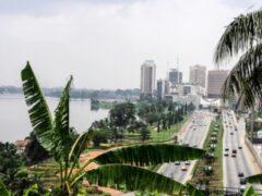 СМИ: на туристическом пляже в Кот-д'Ивуаре открыта стрельба