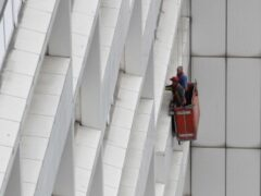 В Петербурге с 14 этажа упала люлька с рабочими: есть погибшие
