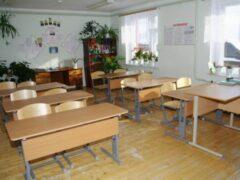 Под Волгоградом школьника ранили ножом во время праздника в классе