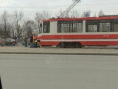 Петербург: На проспекте Луначарского мужчина-пешеход попал под трамвай
