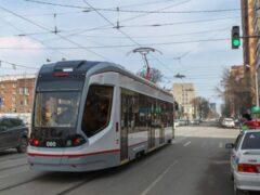 В Петербурге на трамвайной остановке по проспекту Наставников лежит труп