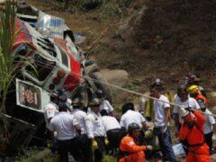В Гватемале автобус упал в ущелье, погибли 19 человек
