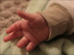 Житель Новороссийска выбросил в мусорку полуторамесячную дочь