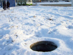 В Воронеже 5-летний мальчик провалился в канализационный колодец