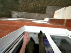В Тюмени с окна 8 этажа сорвалась 23-летняя девушка